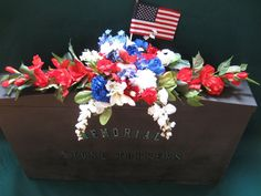 MEMORIAL CEMETERY HEADSTONE  RED WHITE BLUE FLOWER ARRANGEMENT SADDLE - NEW