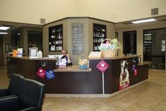 I like different levels of reception counter and colors dk b.- I like different levels of reception counter and colors dk brn, creamish jb I like different levels of reception counter and colors dk brn, creamish jb - Reception Counter, Reception Areas, Veterinarian Office, Office Color Schemes, Chiropractic Office, Shelter Design, Grooming Shop, Pet Boarding, Pet Vet