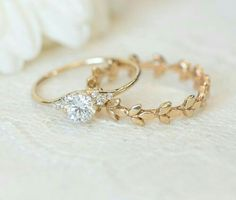 Delicate yet so beautiful #weddingjewelry