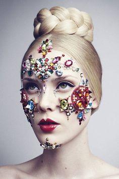 Gem Star Makeup My Mood https://www.facebook.com/makeupmymood/photos/a.651992061506598.1073741827.651948888177582/782199915152478/?type=1&theater