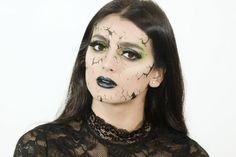 bruja-halloween-maquillaje-con-efecto-de-cara-rota-sombras-ligeras-en-verde-pintalabios-color-azul-fuerte Color Azul, Diy, Base, Cartoon, Carnival, Romantic Makeup, Dark, Blue Nails, Wicked Witch