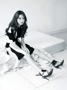 long #hairstyle x black and white dress :: Soo Young of #SNSD in Elle Korea, September 2013