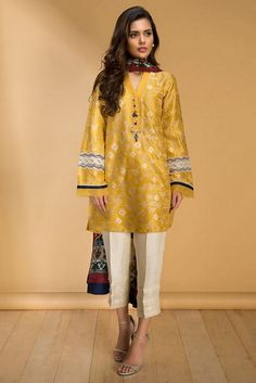 Sania Maskatiya Pret wedding accumulation 2017 is comprise on persuasive and tradional, extravagance and contemporary ladies' wear for formal wear brings. Pakistani Fashion Party Wear, Pakistani Formal Dresses, Pakistani Wedding Outfits, Pakistani Dress Design, Stylish Dresses For Girls, Stylish Dress Designs, Casual Dresses, Simple Dresses, Silk Kurti Designs