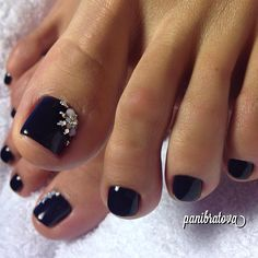 51 Toe Nail Art Designs to Keep Up With Trends - Nails 01 Black Toe Nails, Pretty Toe Nails, Cute Toe Nails, Fancy Nails, My Nails, Gems On Nails, French Toe Nails, Nail Jewels, French Manicures