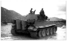 The crew of this Tiger 1 looking at what appears to be an endless trek ahead German Soldiers Ww2, German Army, Panzer Iv, Reggio, Luftwaffe, Dodge, North African Campaign, Afrika Korps, Tiger Ii