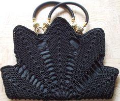 Marvelous Crochet A Shell Stitch Purse Bag Ideas. Wonderful Crochet A Shell Stitch Purse Bag Ideas. Free Crochet Doily Patterns, Free Crochet Bag, Modern Crochet Patterns, Crochet Shell Stitch, Crochet Bags, Free Pattern, Crochet Wallet, Crochet Handbags, Crochet Purses