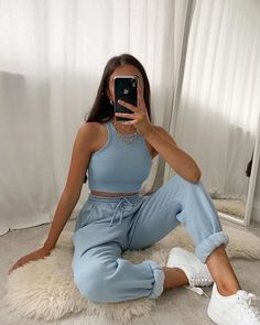 Adrette Outfits, Chill Outfits, Cute Comfy Outfits, Spring Outfits, Fashion Outfits, Fashion Skirts, Fashion Flats, Modest Fashion, Look Fashion
