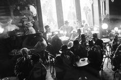 Η ιστορία του Νέον που επέστρεψε στην Ομόνοια: Διανοούμενοι, δικαστές, οικοδόμοι στο καφενείο από το 1920 [εικόνες] | iefimerida.gr