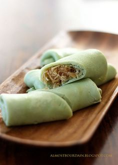 kuih dadar / kuih tayap - pandan pancakes / crepes with coconut and palm sugar filling