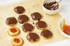 Confituurkoekjes met chocolade - Dishcover Hi Tea Ideas, Biscuits, Pancakes, Cheesecake, Pudding, Dinner, Breakfast, Desserts, Recipes