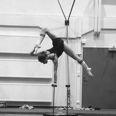 #handstand #handbalance #canes #circuseverydamnday #handstandeveryday #cirque #circuslife #passion