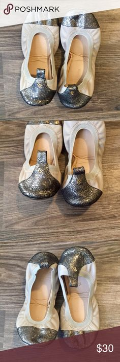 Yosi Samra Metallic Cap Toe Cream Foldable Flats So cute and super comfy! These are meant to fold up for easy storage on the go. Great for the heel lover that sometimes needs a backup! Minor wear along the edges as shown but other than that in excellent condition! Yosi Samra Shoes Flats & Loafers