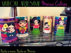 Porta velas,es distintas versiones de dibujo Frida Kahlo. Matlove Artesanal Monica Cidrian. Hecho en Mexico.