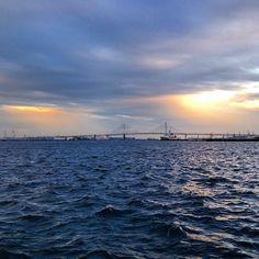ベイブリッジと夕日です。