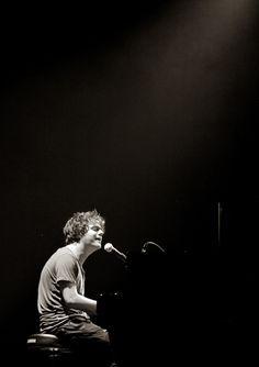 "Jamie Cullum — live @ orleans, france, 25th of June 2009; singing ""gran torino theme"""