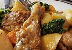 Foto principal de Estofado de pollo con patatas y verduras Snack Recipes, Cooking Recipes, Healthy Recipes, Pollo Guisado, Chicken Recepies, Sport Nutrition, Deli Food, Good Food, Yummy Food