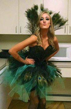 Pfau Kostüm selber machen | Kostüm-Idee zu Karneval, Halloween & Fasching