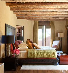 Will and Jada Pinkett Smith at Home in Malibu : Architectural Digest. Ancient salt cedar latillas decorate the ceiling of a guest bedroom. Architectural Digest, Home Bedroom, Bedroom Decor, Bedroom Ideas, Dream Bedroom, Design Bedroom, Will Smith And Family, Home 21, Malibu Homes