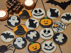 Halloweenské-sušenky-z-marcipánu-06 Thing 1, Bake Sale, Cookie Decorating, Food And Drink, Sugar, Baking, Desserts, Decorated Cookies, Crack Crackers
