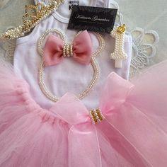 Minnie em Paris  *Camiseta personalizada *Faixa bordada com coroa *Saia tutu *Vela personalizada  #bordado #minniemouse #minnie #waltdisney #paris #babyfashion #babygirl #babylinda #minidivas #minifashionistas #princesa #perolas #katiusciagoncalves