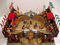 Gladiatoral games often were held between various Roman nobility who owned stables of gladiators that have been trained specifically for the games and where the victors represent their owners in the bigger amphitheaters. More detailed pics available here. Lego Tv, All Lego, Welthauptstadt Germania, Lego Roman, Gladiator Arena, Lego Army, Lego Construction, Lego Castle, Cool Lego Creations