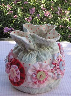 mug bag - pattern HERE: http://madquilter.blogspot.com/2008/11/mug-bag-tutorial.html