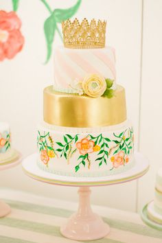 Photography : Pabelona Studio | Cakes : Sucrette Read More on SMP: http://www.stylemepretty.com/living/2015/07/14/flowery-flamingo-3rd-birthday-party/
