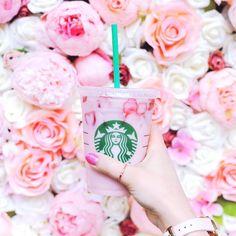 Starbucks secret menu twix #food #eating #stuffed #foodpic #foodgasm #foodography # Bebidas Do Starbucks, Starbucks Secret Menu, Pink Starbucks, Starbucks Drinks, Coffee Drinks, Healthy Starbucks, Drink Pink, Pink Drinks, Summer Drinks