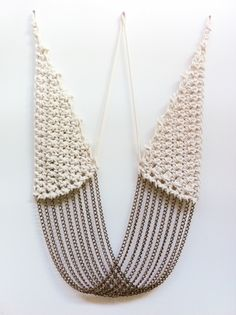 Amazing necklace and great combination of crochet and chains.
