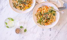 Asiatische Sesam-Nudeln mit Gemüse. Schnell gemacht, superlecker – könnte euer neues Lieblingsgericht werden. Echt jetzt!