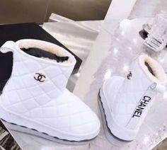 Sneakers Fashion, Fashion Shoes, Shoes Sneakers, Chanel Sneakers, Women's Shoes, Jordan Shoes Girls, Girls Shoes, Ugg Boots, Shoe Boots
