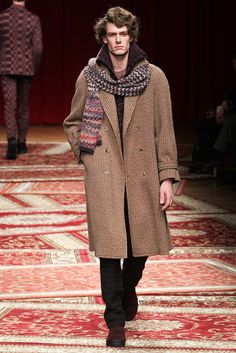 http://www.style.com/slideshows/fashion-shows/fall-2015-menswear/missoni/collection/12