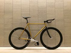 Pake dirty gold fixed gear.