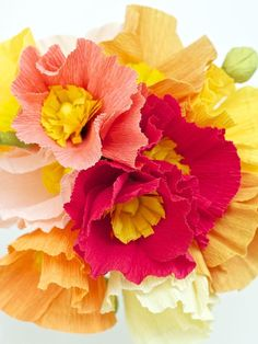 DIY: May Flowers: Crepe Paper Poppies - with template Tissue Paper Flowers, Paper Roses, Fabric Flowers, Poppy Flowers, Fresh Flowers, Beautiful Flowers, Diy Paper, Paper Crafts, Diy Fleur