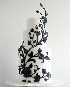 This cake is elegant with just the right amount of black. Not overdone. Black and white cake by Rick Reichart. www.cakelava.com