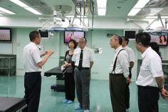 會後由曾副校長引領鞠躬院士參觀本校模擬醫學中心。