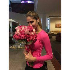 La mujer mas bella de nuestro país nuestra Miss Venezuela @mariamhabach está en nuestra ciudad y no podía quedarse sin un hermoso Vicky's Flowers!!! #missvenezuela #masquefloressomossentimientos #quelasfloresnopasendemoda  Gracias @adrianzavarce por tomar en cuenta siempre a nuestra firma!!!