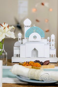 Stunning centerpiece for iftar party. Love this Ramadan decoration idea. Small Lanterns, Wooden Lanterns, Iftar Party, Glittering Lights, Neutral, Ramadan Decorations, Party Buffet, Cozy Kitchen, Decorate Your Room
