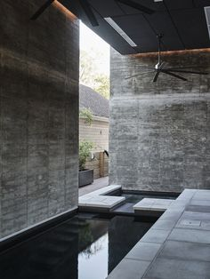 Bienville House in New Orleans, Louisiana designed by Nathan Fell Architecture Ceiling Materials, Concrete Materials, Exposed Concrete, Concrete Floors, Amazing Architecture, Contemporary Architecture, New Orleans Homes, Exterior Cladding, Large Backyard