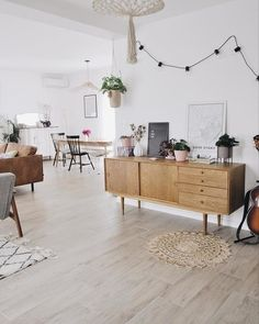 Stunning furniture of the highest quality for your home. Find your perfect Sideboard, Cabinets & Dressers here. Oak Sideboard, Vintage Sideboard, Kitchen Family Rooms, Scandinavian Living, Boho Living Room, Minimalist Home, Interiores Design, Living Room Furniture, Interior Decorating