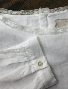 [Envelope Online Shop] Lucia Lisette New Natural Clothing, Linens And Lace, White Shirts, Linen Dresses, Refashion, Fashion Details, Shirt Blouses, Kids Fashion, Spring Summer