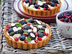 Tartaletky s domácím vanilkovým pudinkem a ovocem Small Desserts, Pavlova, Something Sweet, Desert Recipes, Coffee Break, How To Make Cake, Food Hacks, Sweet Recipes, Cooking Tips