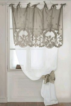 Window Treatment Ideas - Trying to find home window therapy suggestions? Have a look at this concept gallery of shutters, blinds, tones, and more. All the home window covering suggestions in one area. Cortinas Shabby Chic, Rideaux Shabby Chic, Shabby Chic Curtains, Curtains With Blinds, Drapes Curtains, Valances, Drapery, Decoration Shabby, Shabby Chic Decor