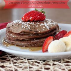 Watch your waistline without sacrificing breakfast. These Coconut Flour Chocolate Pancakes are a yummy morning treat that just happens to be good for you. Coconut Flour Brownies, Coconut Flour Pancakes, Gluten Free Pancakes, Breakfast Pancakes, Pancakes And Waffles, Paleo Breakfast, Breakfast Recipes, Breakfast Ideas, Chocolate Fudge Frosting