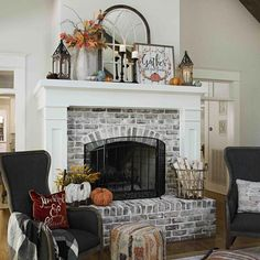 Home Renovation Fireplace Awesome farmhouse fireplace mantel decorations 3301 - Awesome farmhouse fireplace mantel decorations 3301 Fall Fireplace Decor, Living Room Decor Fireplace, Farmhouse Fireplace Mantels, Painted Brick Fireplaces, Fall Living Room, Living Room Goals, Home Fireplace, Fireplace Remodel, Fireplace Design