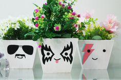 vasos para planta pintados com inspiração no rock and roll