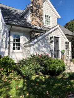 Exterior House Colors With Stone Craftsman Benjamin Moore 42 New Ideas Exterior Gray Paint, House Exterior Color Schemes, House Paint Exterior, Benjamin Moore Exterior Paint, Exterior Stairs, Exterior Doors, Grey Houses, New England Homes, Layout