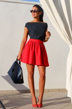 Cute summer outfit: B&W polka dot off shoulder top, full skirt, big bag, heels.