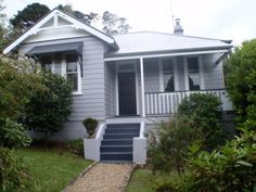 Crabapple Cottage in the Blue Mountains - perfect for our family plus one extra single or couple. Short walk to town.