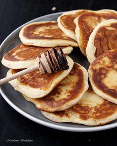 Placuszki na serku mascarpone - Justyna Dragan Croquembouche, Pancakes, Breakfast, Food, Mascarpone, Morning Coffee, Essen, Pancake, Meals
